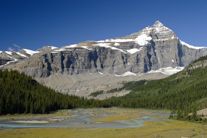Berg Lake valley